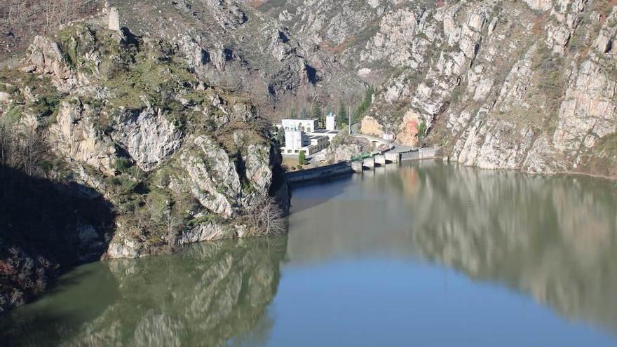 Xixón y Arcelor gasten casi la metá de l'agua que Cadasa suministra na rexón