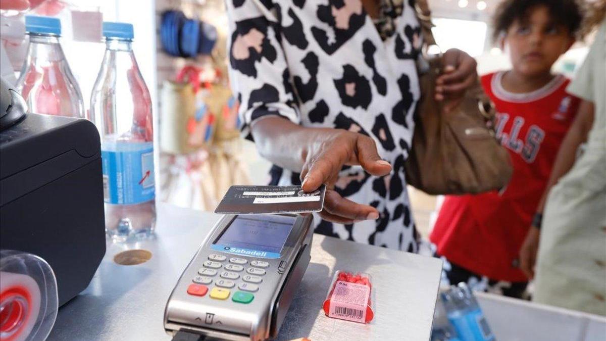 Los bancos tendrán que ser más transparentes con las tarjetas 'revolving'