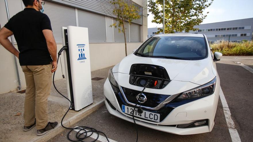 Dos coches eléctricos por habitante en la Serratella