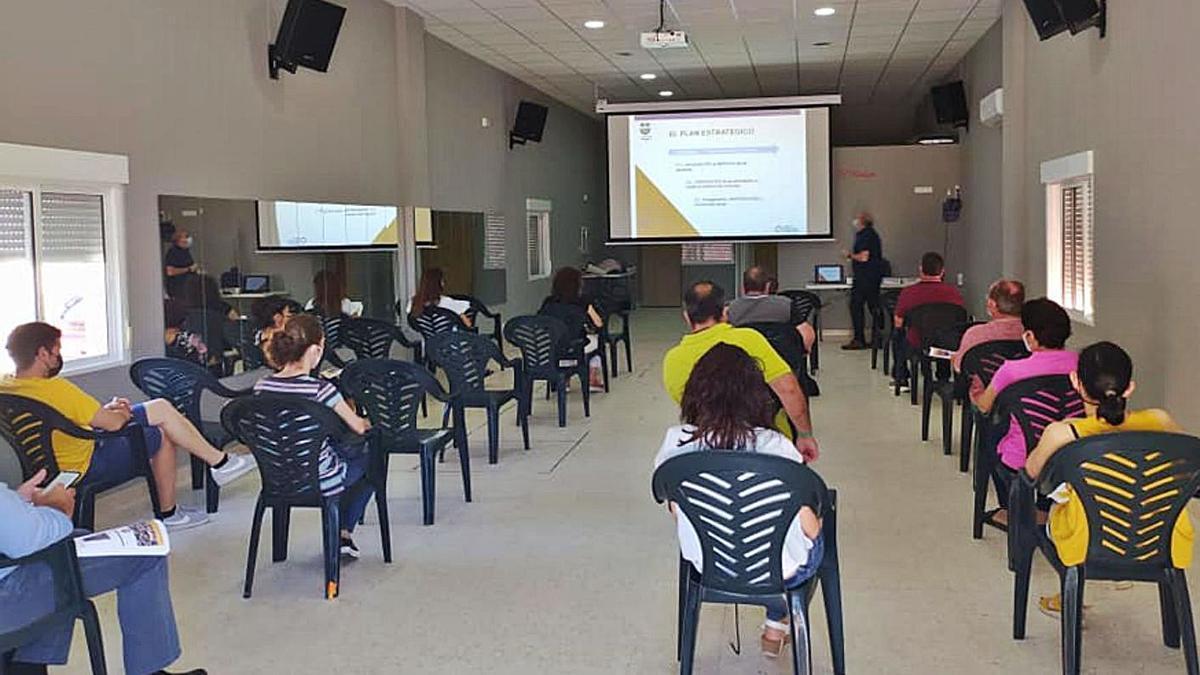 Empresarios de Morales de Toro asisten a la presentación del Plan Estratégico de Desarrollo. | Cedida