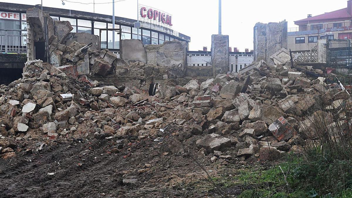 Escombros tras el derribo de la Casa Carnicero el 31 de diciembre. |  // CARLOS PARDELLAS