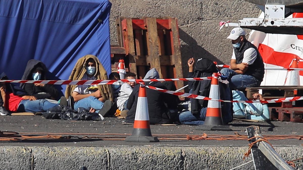 Canarias recibe casi 600 inmigrantes más hasta la mañana del domingo
