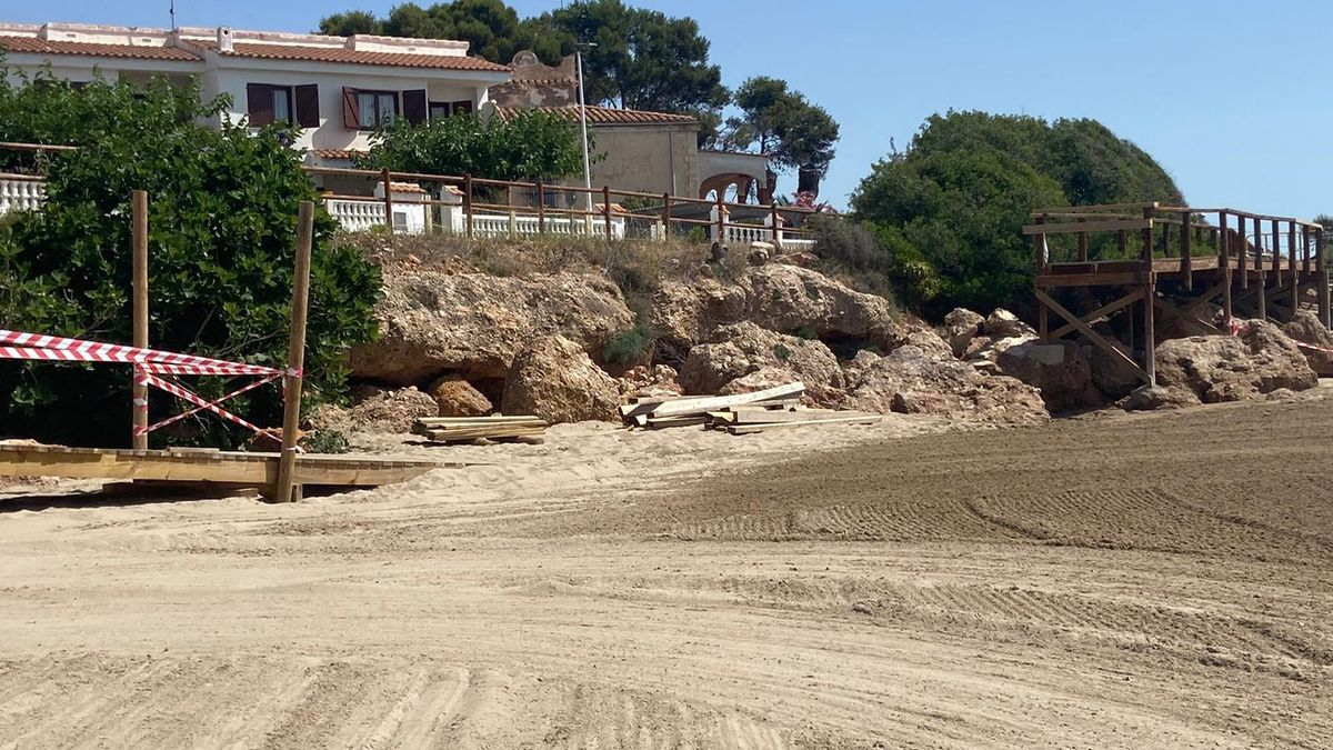 Así se encuentra la pasarela de madera del sendero litoral de Alcalà-Alcossebre.