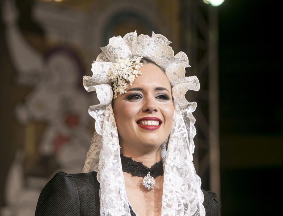 La nueva Bellea del Foc, Isabel Bartual, emocionada anoche tras ser elegida en la Plaza de Toros.