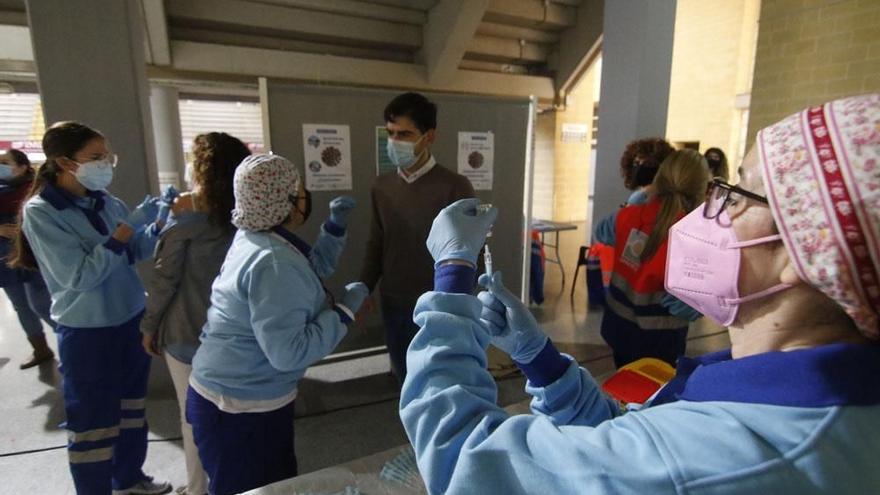 José Carlos Gómez Villamando pide a la ministra de Sanidad que se vacune a los profesores universitarios como al resto de docentes