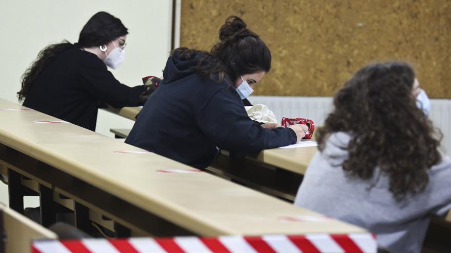 La Universidad ya se prepara para hacer exámenes online ante la mala evolución del covid