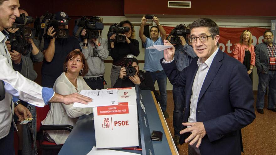 Votación de los candidatos a las primarias del PSOE