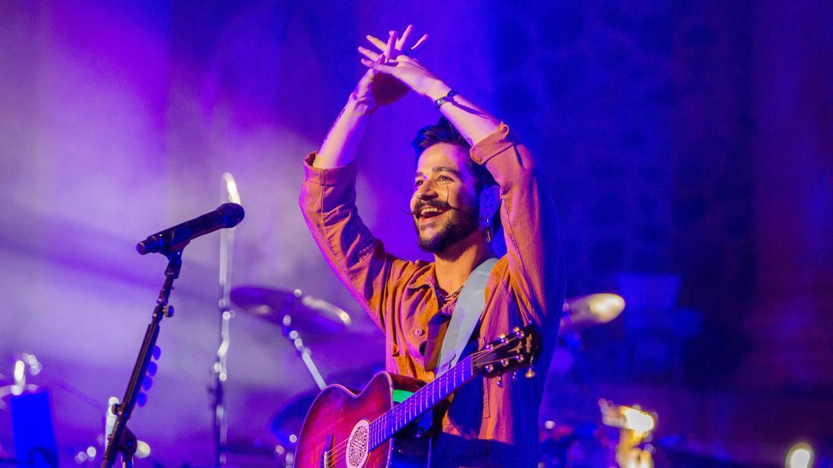 El cantante colombiano Camilo, anoche durante su concierto en el teatro romano.