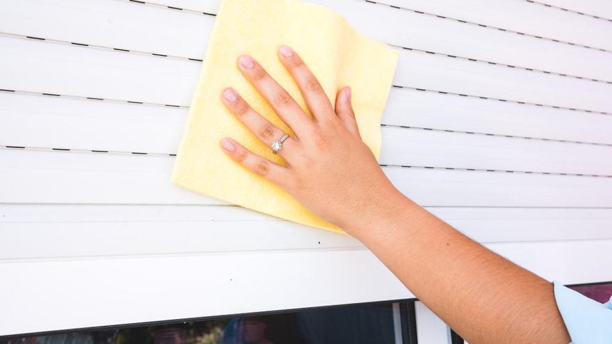 ¿Cómo limpiar las persianas por fuera?