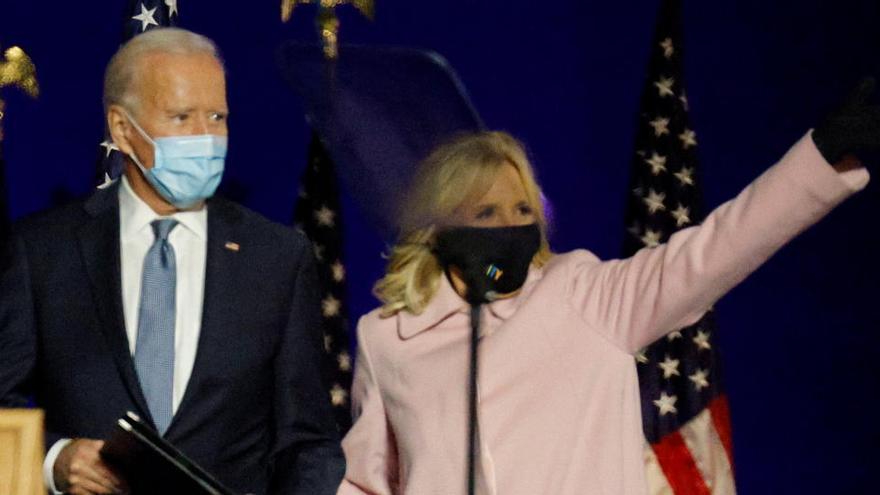 'Votar a Joe Biden, ni con mascarilla', por Matías Vallés