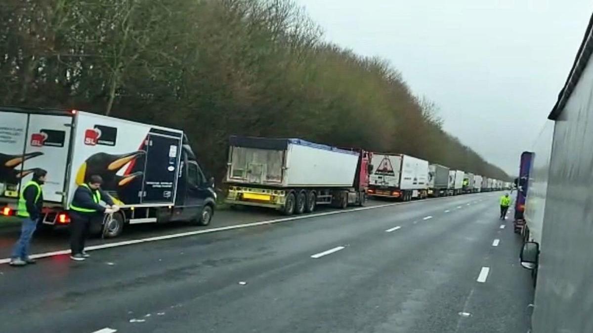 Conductors atrapats pel tancament de la frontera entre el Regne Unit i França