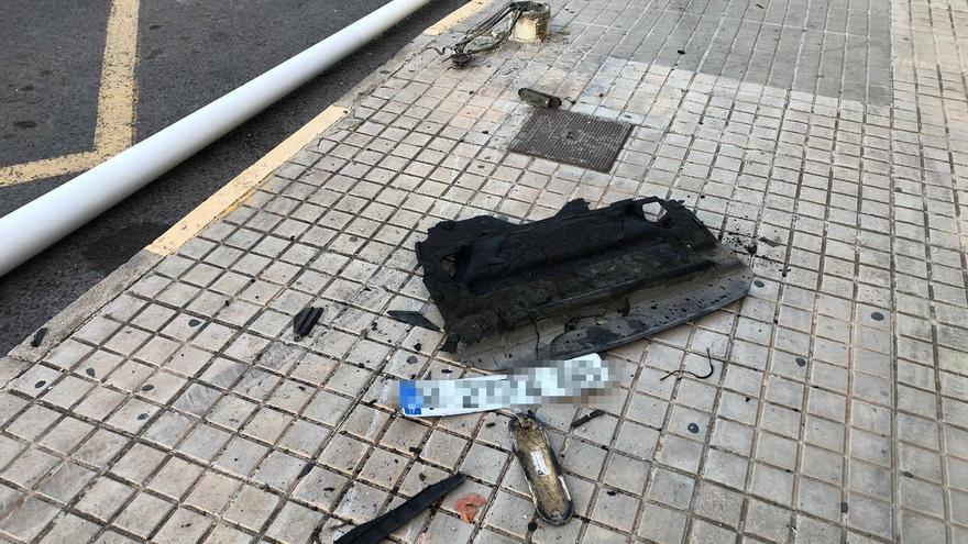 Un coche se da a la fuga tras un accidente en el geriátrico de Altabix y se deja la matrícula tirada en el suelo