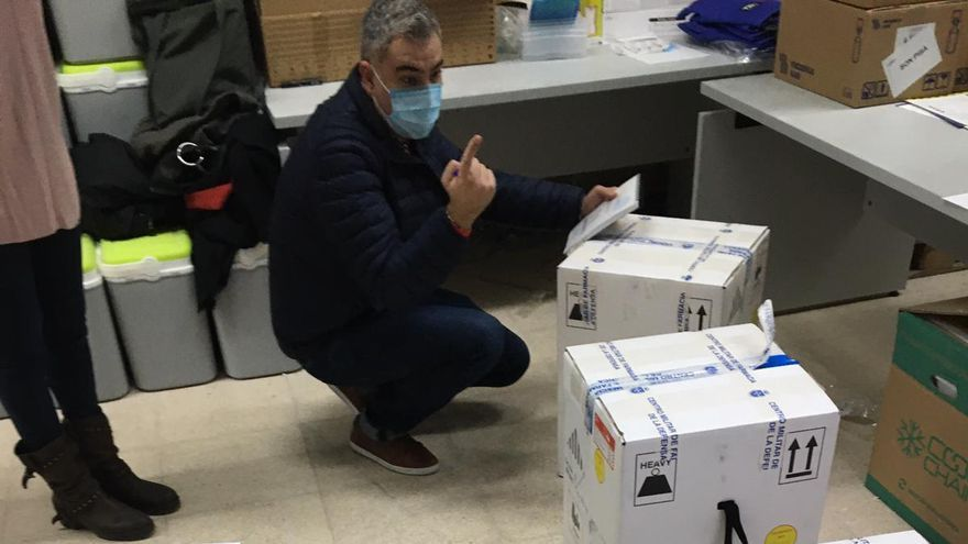 Llega a Mallorca un nuevo cargamento de vacunas Pfizer para reiniciar la vacunación masiva