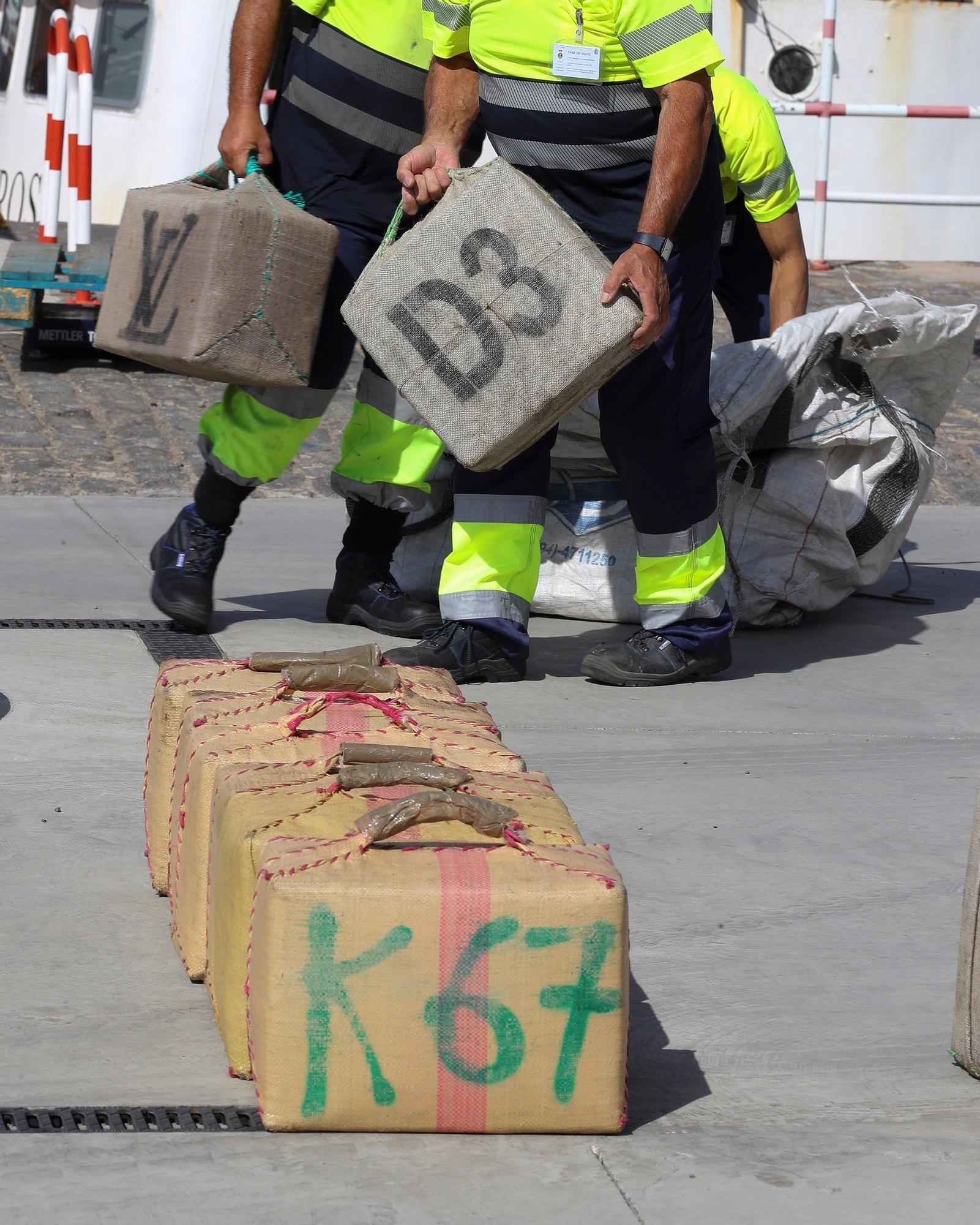 Desembarco en el Puerto de La Luz de los 18.000 kilos de hachís del pesquero  'Albatros Guard VSL'