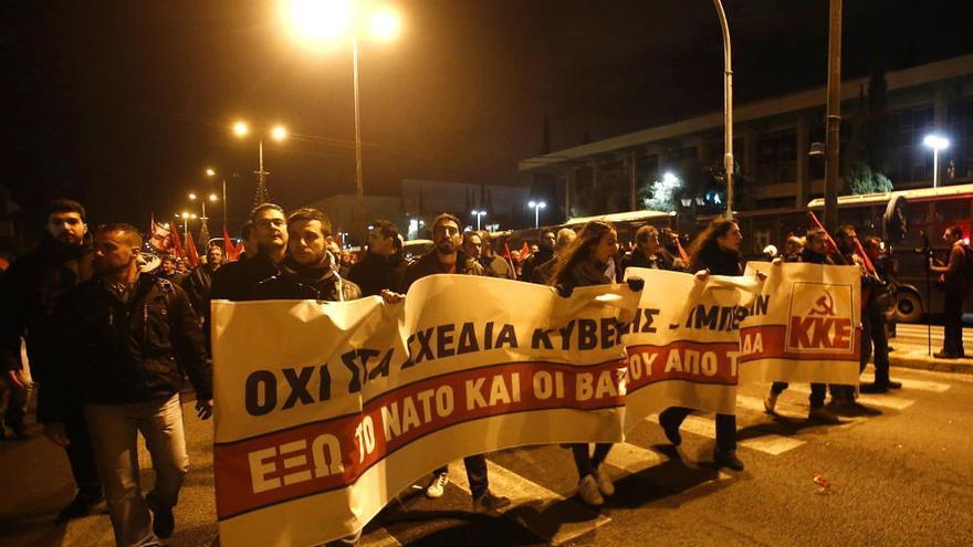 Batalla campal en Atenas en el aniversario de la revuelta universitaria de 1973