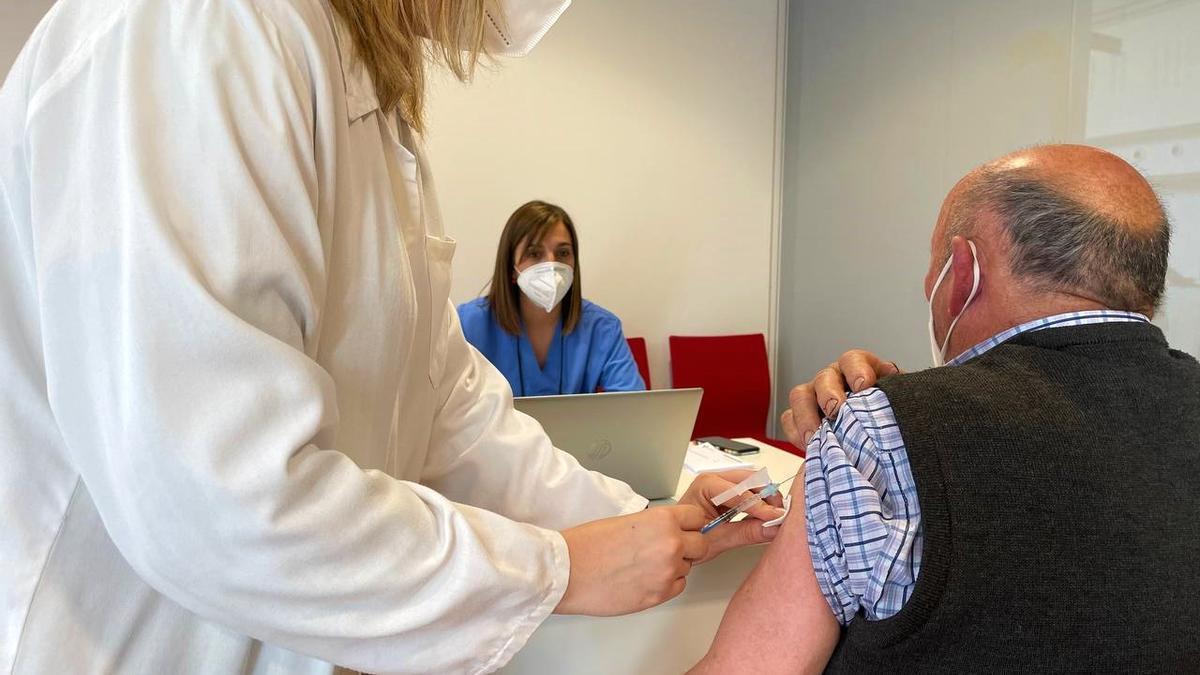 2021_04_22 vacunacion Janssen HUCA 1.jpg