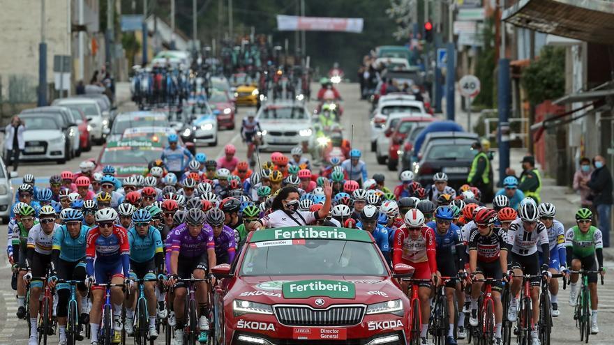 La alcaldesa de Mos 'encabeza' el pelotón de la Vuelta