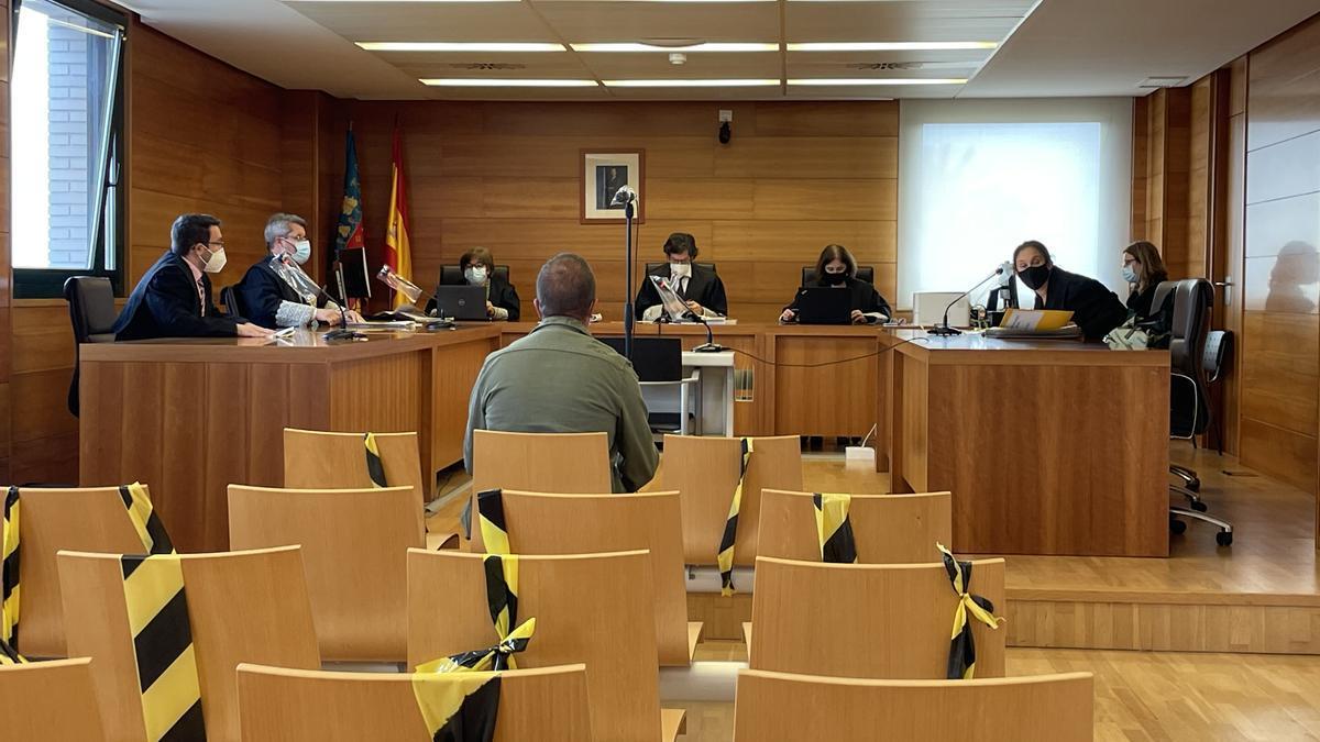 Imagen del procesado, durante su juicio en la Audiencia Provincial el pasado mes de abril.