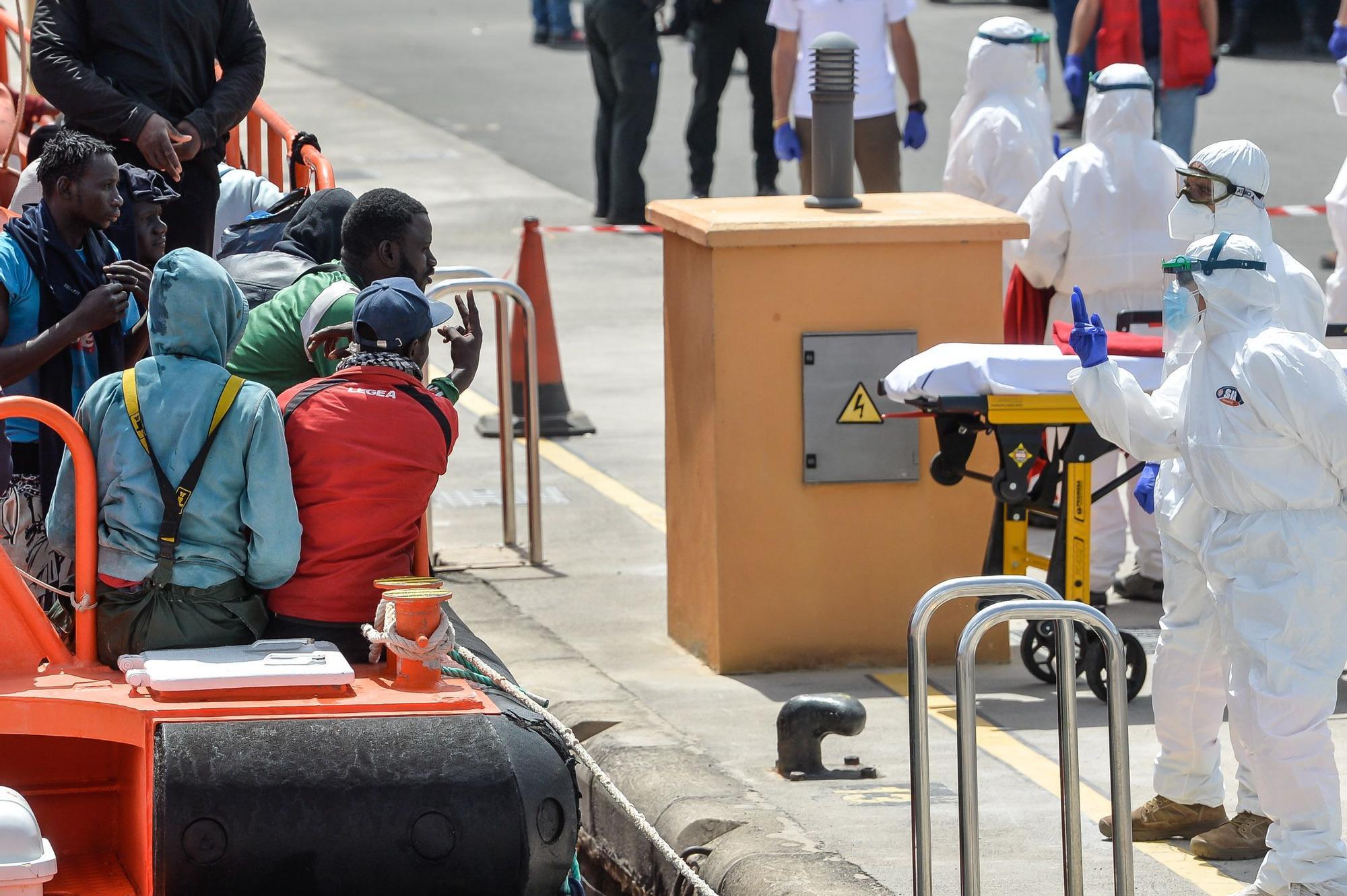 Llegada de cayuco al Muelle Deportivo (28/03/21)