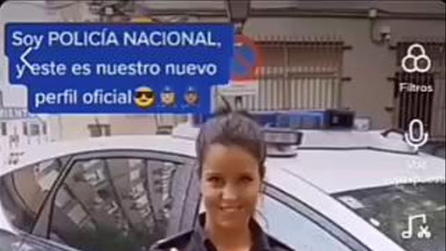 TikTok: la nova arma de la Policia Nacional per a arribar als més joves en la pandèmia