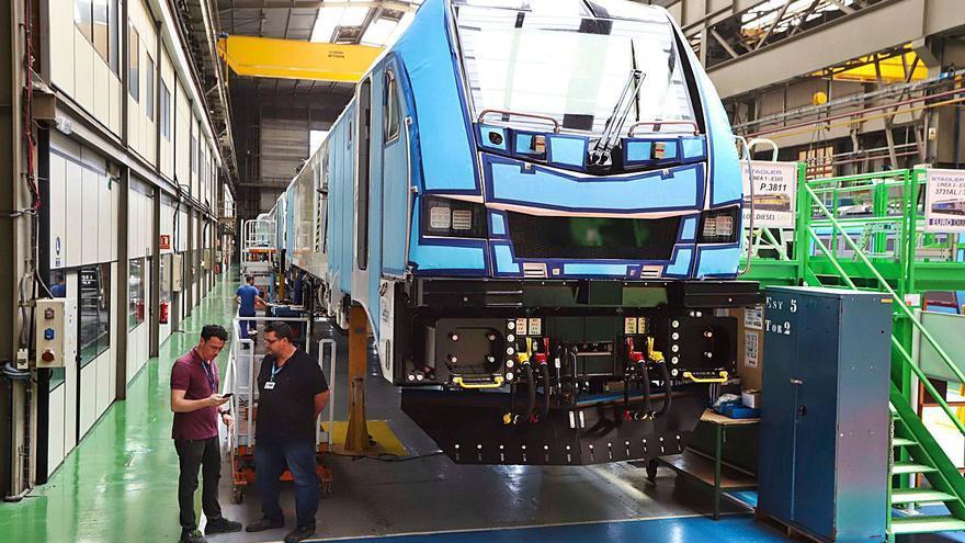 Stadler robotiza la soldadura de sus trenes