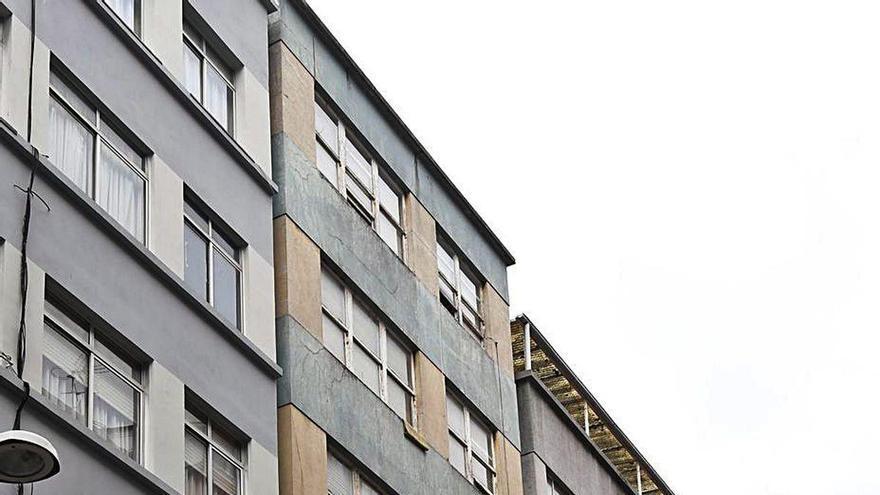 """""""Miedo"""" en A Falperra por robos y daños que los vecinos atribuyen a okupas de dos edificios"""