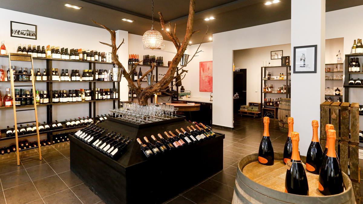 La Bodega SW 17 en Santa Eulalia (Ibiza) ofrece destacados vinos, cavas, champagne y alcohol premium
