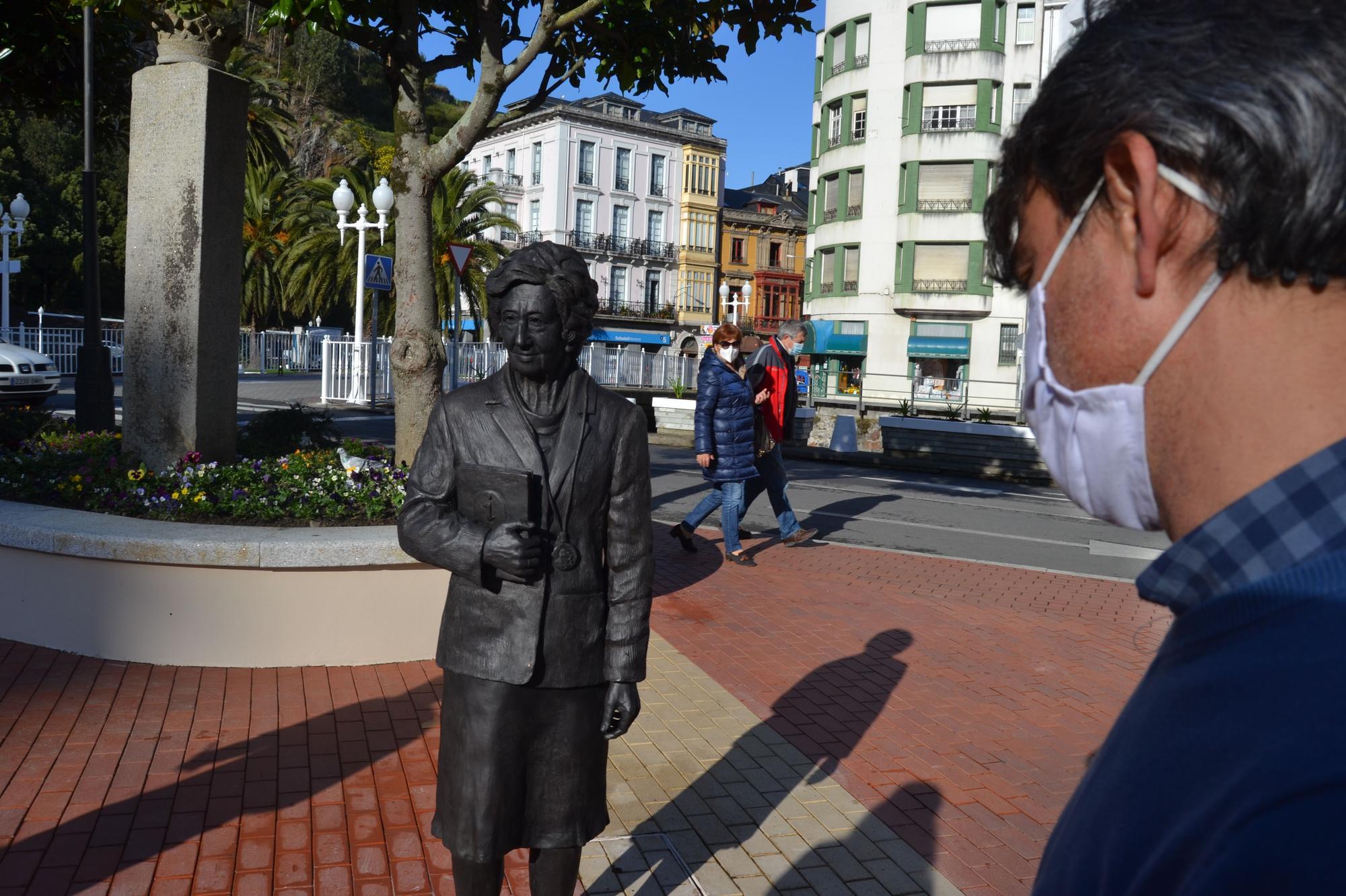 Homenaje de Luarca a Margarita Salas