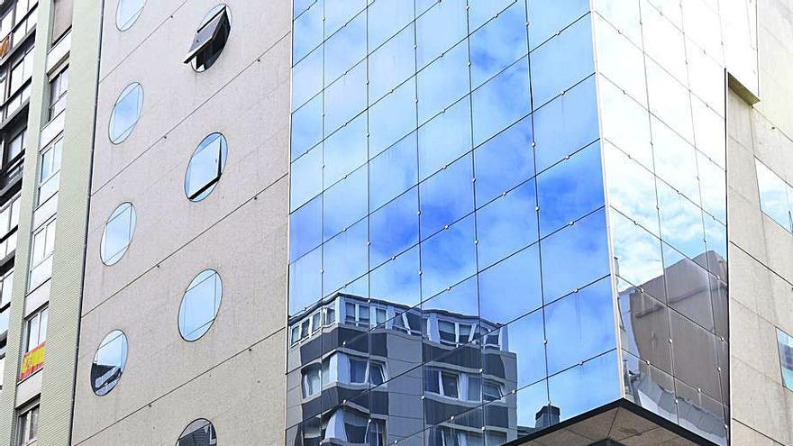 La juez paraliza la orden de desalojo del hotel Hesperia de Juan Flórez