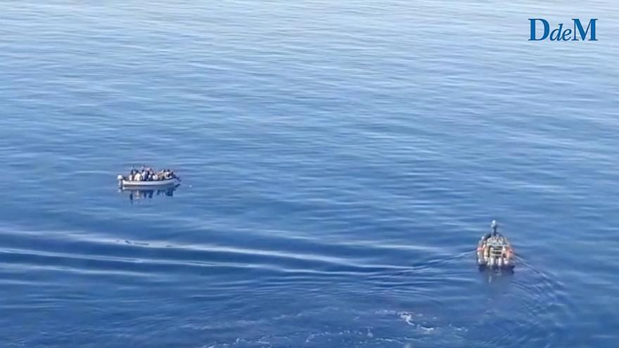 Así intercepta la Guardia Civil una patera en el mar balear