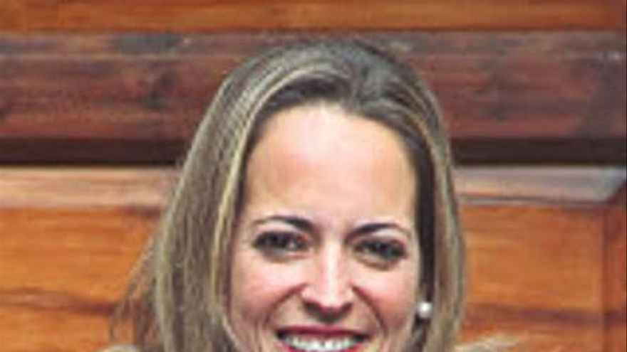 La consejera de Sanidad de La Palma se vacuna saltándose el protocolo