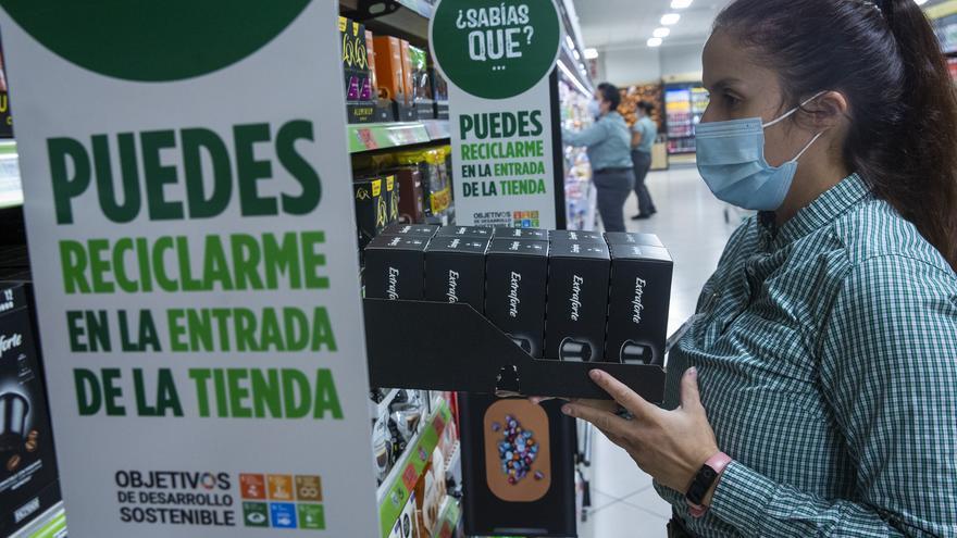Mercadona invierte 30 millones en el primer año de su plan para reducir el plástico