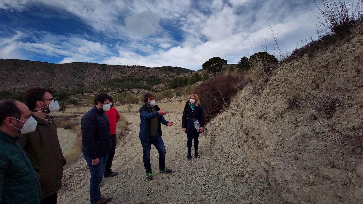 Las explicaciones de los arqueólogos en los terrenos de Puça.