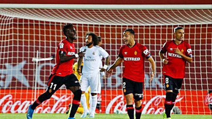 La derrota del Madrid contra  el Mallorca posa el Barça líder