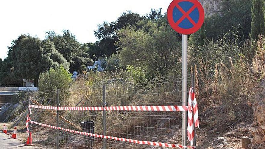Dénia cierra la ladera norte del castillo para evitar botellones y actos vandálicos