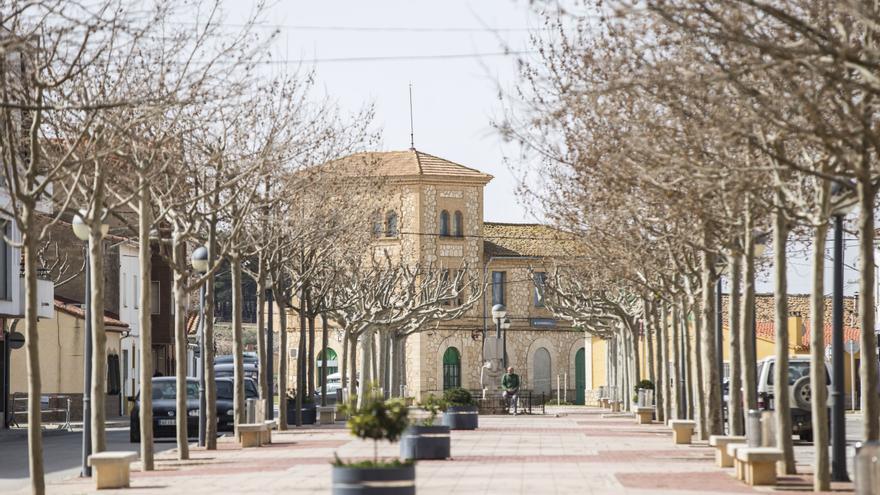 Una treintena de municipios valencianos y conquenses se alían para exigir a Adif la reactivación del ferrocarril