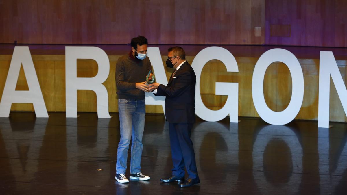 Alejandro Carbonell y Nicolás Espada, director de El Periódico de Aragón