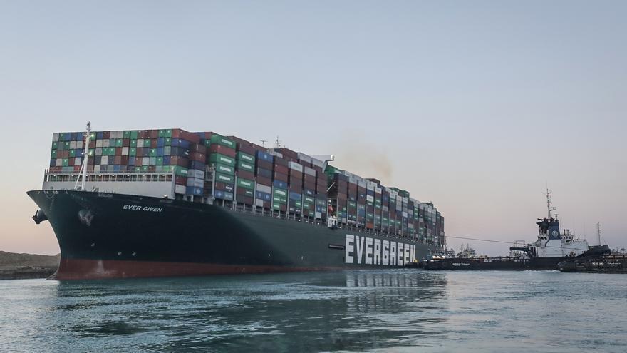 El rescate del 'Ever Given' limita el efecto del cierre del canal de Suez en el Puerto de Las Palmas