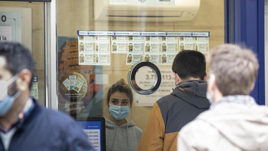 ¿Hasta qué hora abren las administraciones de Lotería para comprar un décimo de Navidad?