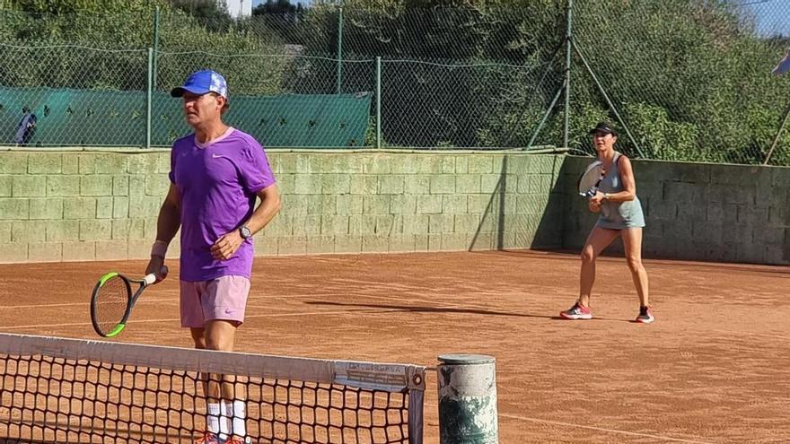 Los tenistas sénior de Ibiza brillan y triunfan en Menorca