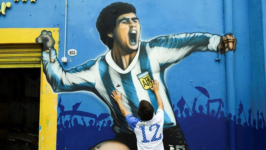 Argentina y el mundo del fútbol se abrazan en el duelo por Diego Armando Maradona
