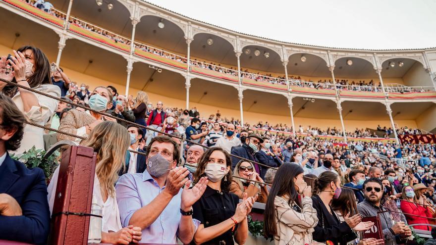 """Instagram censura una foto de Ayuso en las Ventas por """"violencia extrema"""""""