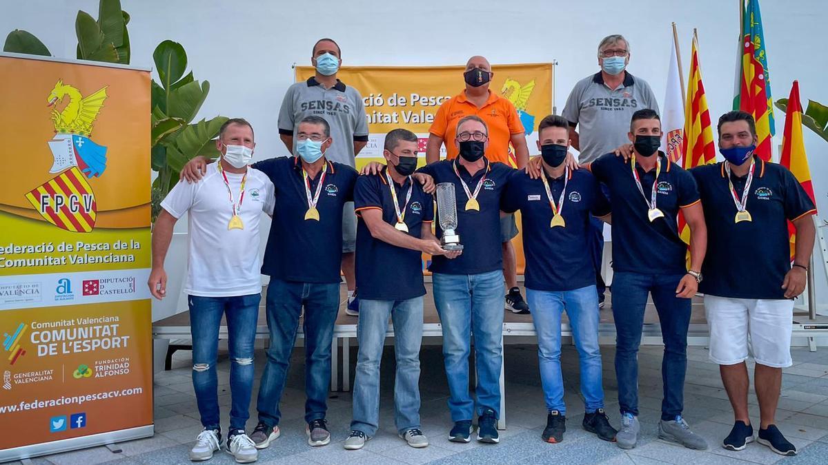 El equipo gandiense en el podio