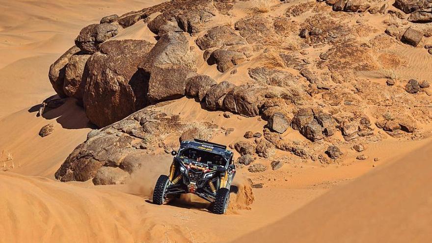 Gerard Farrés puja al tercer lloc de buguis en un dia intens al Dakar