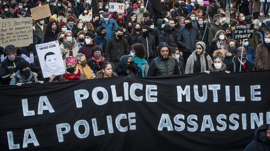 Imputados los policías franceses que golpearon a un productor musical negro