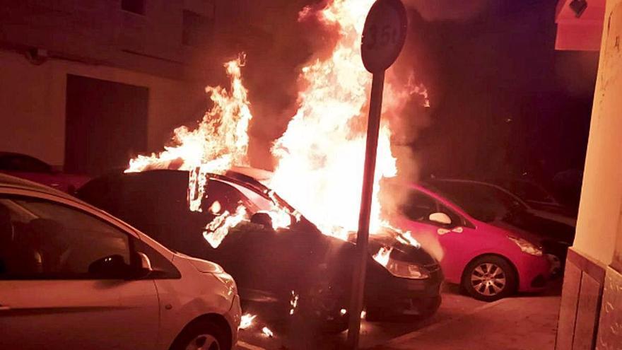 Arden siete coches en una semana en tres municipios de Castelló