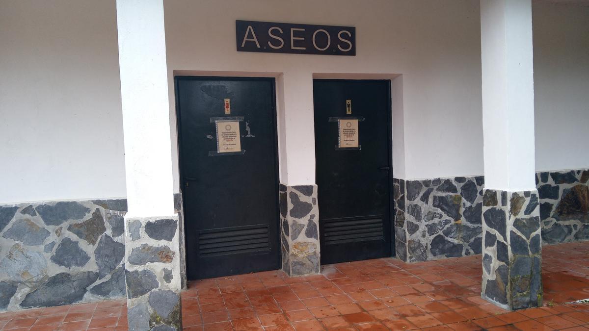 Los aseos del parque de Los Villares permanecen cerrados.