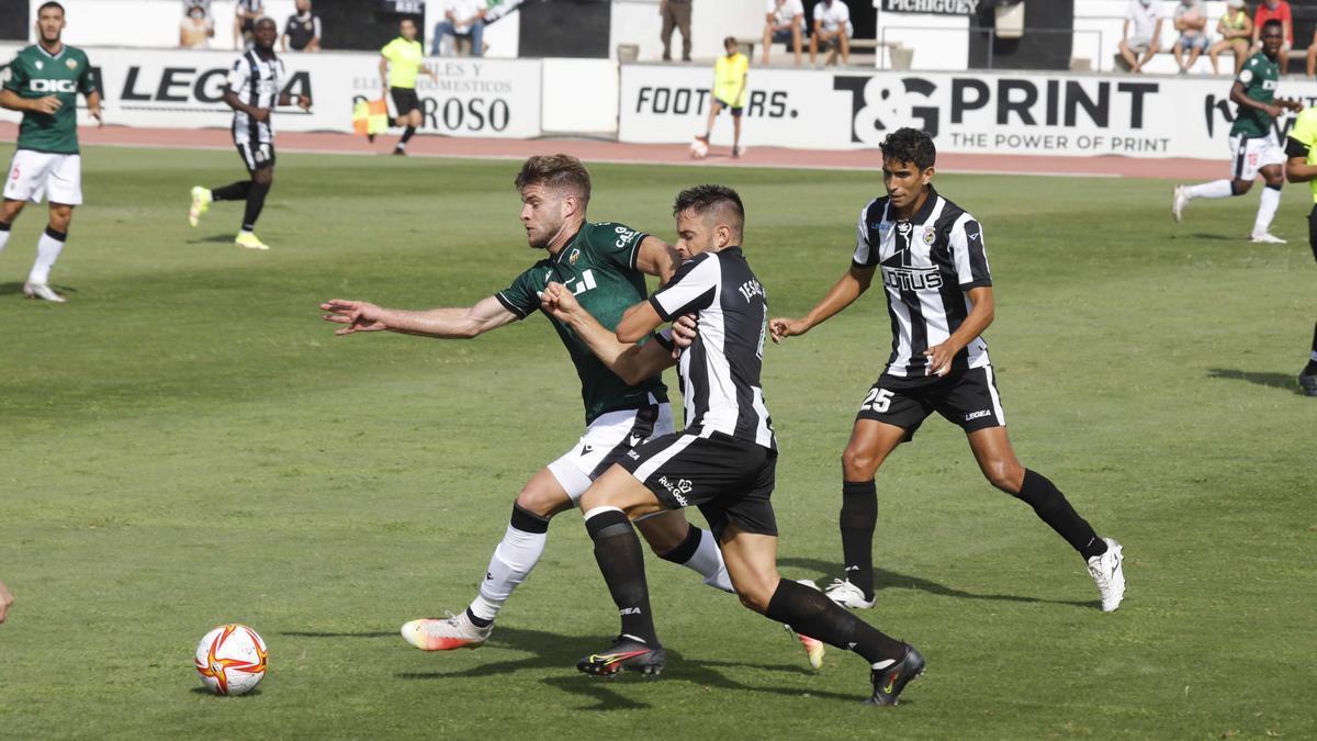 Imagen del Linense-Castellón, en el Estadio Municipal de La Línea de la Concepción.