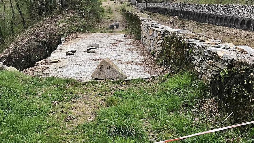 Lalín da un mes al ADIF para reponer un vial que pone en riesgo la antigua vía férrea en Vilanova