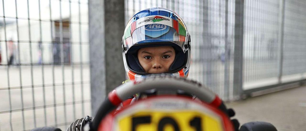 Christian Costoya, al volante de su monoplaza del equipo Parolin Motorsport.  